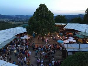 Blick in den Burghof am Burgfestmontag (3. August 2015)
