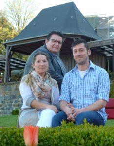 """Bürgermeister und VVL Vorsitzender Michael Helbig freute sich Julia Liebscher und Beniamin Haller als das """"Burgfest-Brautpaar"""" vorstellen zu können."""